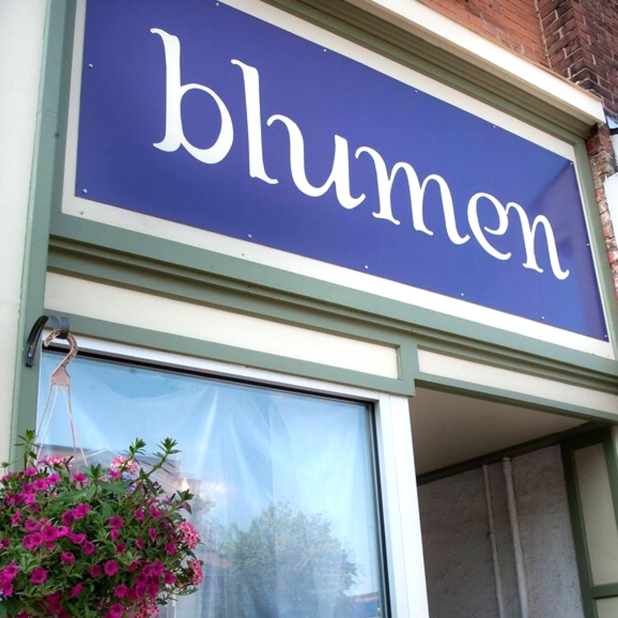 Blumen on Broadway